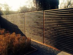 Wooden horizontal fence by Dick Beijer /*nota C: met ledbalk onderaan?
