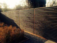 Wooden horizontal fence by Dick Beijer /*nota C: met ledbalk onderaan?