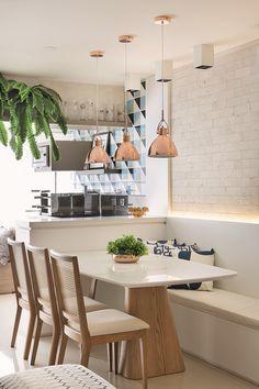 Inspirado no projeto da arquiteta Elen Saravalli, separamos algumas sugestões de produtos para você reproduzir o visual clean e elegante gastando pouco
