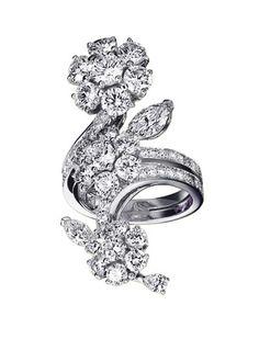 Van Cleef & Arpels Diamond Broderie Ring £ 31.400 ($ 65,000 approx)