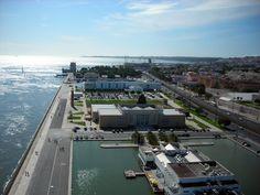 Lisboa - Portugal - Museu de Arte Popular e Torre de belém ao fundo - 2009