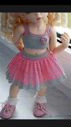 Crochet pink and gray baby dress set with rosebuds comes with Gehäkeltes rosa und graues Babykleid mit Rosenknospen Crochet Baby Dress Pattern, Crochet Doll Dress, Crochet Skirts, Crochet Doll Clothes, Baby Knitting Patterns, Baby Patterns, Crochet Patterns, Knitting Ideas, Crochet Toddler