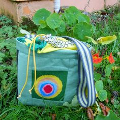 A little green shoulder bag made of tube, a vintage skirt and some embroidery. made by Natasja Fakkeldij. Green Shoulder Bags, Vintage Skirt, Bag Making, Diaper Bag, Upcycle, Tube, Embroidery, Handmade, Needlepoint