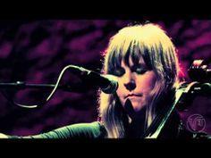 ▶ Linnea Olsson - The Ocean (live at Cafe de la Danse)