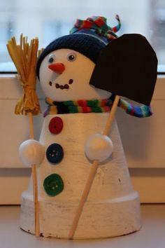 bloempotje aangekleed tot sneeuwpop