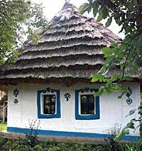 A MAGYAROK TUDÁSA: A magyar házak mágikus ereje Storybook Cottage, Thatched Roof, Little Houses, Traditional House, How Beautiful, Feng Shui, 1, Blue And White, House Styles