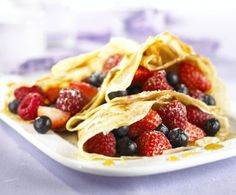 Fill your crepes with fresh fruit and plenty of maple syrup! This is a fun strawberry crepe recipe to make with your kids! Easy Crepe Recipe, Crepe Recipes, Sweet Crepes Recipe, Healthy Breakfast Recipes, Healthy Recipes, Strawberry Crepes, Compote Recipe, Fruit Compote, Tasty Pancakes