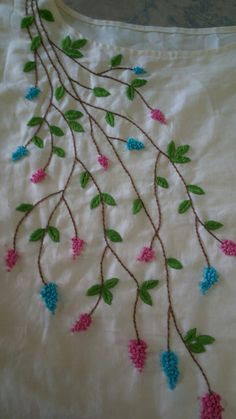 Saree Embroidery Design, French Knot Embroidery, Hand Embroidery Patterns Flowers, Basic Embroidery Stitches, Hand Embroidery Videos, Hand Embroidery Tutorial, Hand Work Embroidery, Embroidery Flowers Pattern, Flower Embroidery Designs