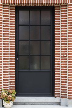 engels door in aluminium, steel look with cathedral glass. House Windows, Windows And Doors, Aluminium Deur, Front Door Design, Internal Doors, Entrance Doors, Exterior Doors, Home Deco, Interior Architecture