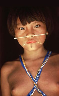 The Yanomami are the largest relatively isolated tribe in South America. They live in the rainforests and mountains of northern Brazil and southern Venezuela. We Are The World, People Around The World, Beautiful World, Beautiful People, Yanomami, Native Girls, Xingu, Beauty Around The World, Tribal People