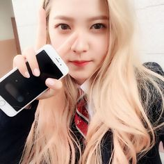 """[SELCA] 160420 sihyeon21 Instagram Update - Red Velvet's Yeri""""[TRANS] Found the necktie~ Hahaha Seeing her take care of dongsaengs is really adult-like and makes me break into a proud smile :D #RedVelvet #Yeri #Hwaiting Trans. by: oven1408 """" ©..."""