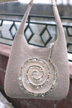 Gorgeous Designer purse - Felted Bag - Felt purse - Boho handbag - Green felted purse - Handmade bag with wooden button - Designer handbag Handmade Purses, Handmade Handbags, Fabric Bags, Felt Fabric, Wet Felting, Needle Felting, Felt Purse, Wool Art, Felt Art