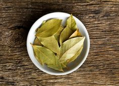 7 Herbs That Clean the House
