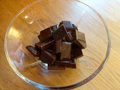 Edels Mat & Vin: Sjokoladekake med karamellkrem ~ ♥ ~ Candy, Chocolate, Food, Essen, Chocolates, Meals, Sweets, Candy Bars, Brown