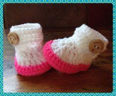 Crochet baby booties in neon pink with white. door DutchDivaKollum, $14.00