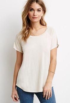 Esta es una camisa y me gustaría llevarlo a la escuela. La camisa es blanco y suave. Usted puede encontrar esta camisa en Forever 21.