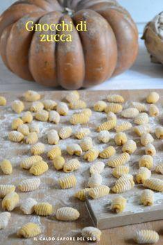 Gnocchi di zucca fatti in casa Ravioli, Vegeterian Dishes, Pasta Shop, Tuscan Bean Soup, Homemade Pasta, Fresco, Daily Meals, Antipasto, Food Plating