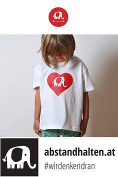 Das Lieblingsshirt für alle Schulanfänger: Babyelefant PRIM hilft beim Erinnern an den Sicherheitsabstand! #wirdenkendran #abstandhalten #babyelefant #elefant #tshirt #kinder #schulanfänger #schulbeginn #corona #coronavirus #covid19 #schauaufdichschauaufmich #gemeinsamgegencorona #vorsichtsmaßnahmen Baby Elefant, Kindergarten, Outfit, T Shirts For Women, Tops, Fashion, Corona, Red And Blue, Beginning Of School
