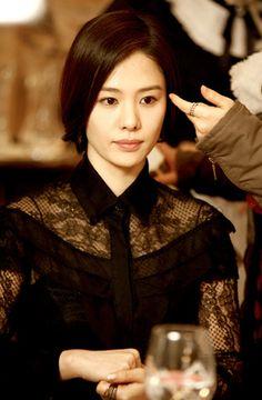 Actress Kim Hyun Joo Took Shelter During Nepal's Second Earthquake While Volunteering | Koogle TV