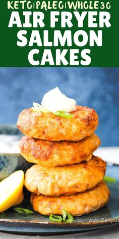 Air fryer salmon patties Try this Air fryer salmon cakes, so delicious and healthy! Keto, paleo, and low carb. You can make this salmon patties from frozen and from fresh salmon fish fillets. Dont forget a touch of lemon! quick recipe under 10 minutes. Air Fryer Recipes Snacks, Air Frier Recipes, Air Fryer Recipes Breakfast, Air Fryer Recipes Weight Watchers, Air Fryer Recipes Shrimp, Snacks Dishes, Quick Recipes, Low Carb Recipes, Healthy Recipes