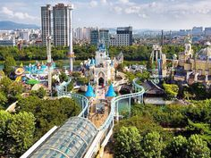 Lotteworld Theme Park in Seoul, South Korea.  Located in Seoul, South Korea, Lotte World is famous for having the world's largest indoor theme park in addition to an outdoor theme park. It's also home to South Korea's largest ice skating rink. It was ranked No. 14 on the top-25 list.