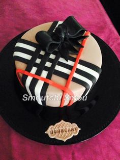 Burberry cake fondant