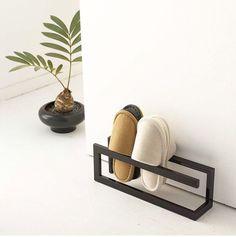Slipper rack from Tokyu Hands Metal Furniture, Diy Furniture, Furniture Design, Diy Home Decor, Room Decor, Interior Decorating, Interior Design, Home Organization, Interior And Exterior