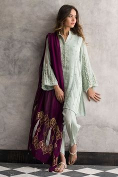 Looks to get Hook Of - AwesomeLifestyleFashion As glitter as it could be What a glamorous and beautiful look for a co. Pakistani Fashion Casual, Pakistani Dresses Casual, Pakistani Dress Design, Eid Outfits Pakistani, Kurti Designs Pakistani, Indian Fashion Salwar, Indian Fashion Trends, Pakistani Bridal, Indian Attire