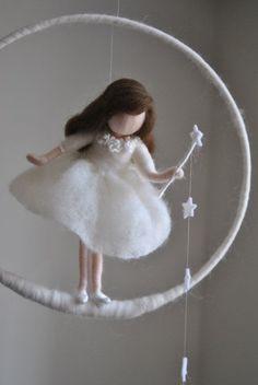 Wolle-Puppe /Nursery Mobile / Wand hängen Waldorf von MagicWool