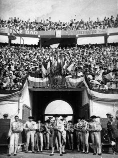 Paseillo en la Plaza de Toros de ORAN (ARGELIA) en 1955 con El Litri en el cartel.