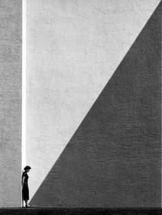 Roy DeCarava - Sun and Shade, 1952 Finding shapes in the background to support your subject in #photography