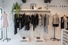 Fashion Shop Interior, Clothing Store Interior, Clothing Store Design, Fashion Room, Interior Design Plants, Showroom Interior Design, Boutique Interior Design, Boutique Decor, Clothing Booth Display