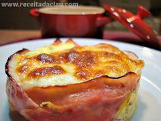 Fácil de fazer e super charmoso, esse omelete é uma opção rápida e saudável para o café da manhã ou jantar. Rendimento: 1 porção Tempo de preparo: 30 minutos Ingredientes: 2 ovos 1/2 dente de alh…