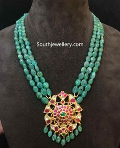 3 Line emerald beads necklace with kundan pendant photo Pearl Necklace Designs, Jewelry Design Earrings, Emerald Jewelry, Beaded Necklace, Gold Jewellery, Gold Necklace, Indian Necklace, Emerald Necklace, India Jewelry