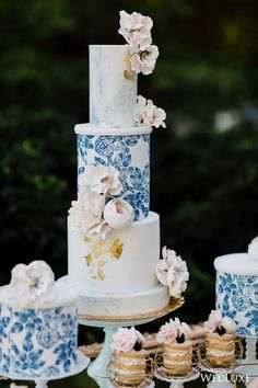 Wedding Cake Design Idea With Traditional Glazed Tile Sweep your guests to another part of the world without leaving the reception with this Portuguese-inspired cake decorated with the country's tr… Beautiful Wedding Cakes, Beautiful Cakes, Blue Wedding Cakes, Blue Weddings, Purple Wedding, Dream Wedding, Bolo Tumblr, Portuguese Wedding, Wedding Cake Inspiration