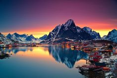 Midnight sun in Lofoten Norway.  Click for more beautiful Norway photographs.