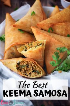 Crispy samosa with Keema. really a heavenly recipe. Indian Snacks, Indian Food Recipes, Indian Appetizers, African Recipes, Keema Samosa, Meat Samosa, Beef Samosa Recipe, Chicken Samosa Recipes, Vegetarian Food