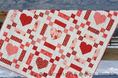 Chains of Love: A free 5 Fat Quarter Fun pattern offered by @gigis_thimble & @jedicraftgirl