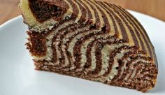 Lorraine Pascale's crouching tiger, hidden zebra cake Just Desserts, Delicious Desserts, Dessert Recipes, Yummy Food, Yummy Things To Bake, Cake Recept, Zebra Cakes, Kolaci I Torte, Big Cakes