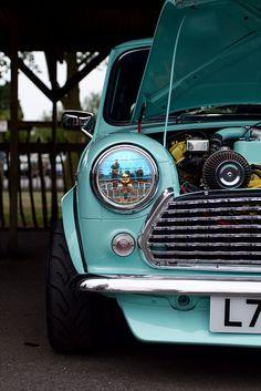love old minis Mini Cooper S, Mini Cooper Classic, Classic Mini, Classic Cars, Mini Clubman, Mini Countryman, Retro Cars, Vintage Cars, Austin Mini
