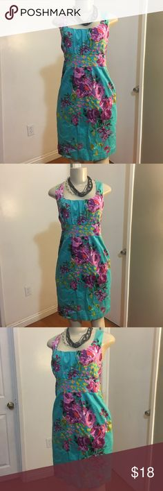 Cotton Floral Midi Dress Great used condition  Stretching cotton fabric  Size 12  Length 36 inches  Chest pit to pit 18 inches  Waist 16 inches   Semi lined  Cinched Waist  Pockets   Please measure yourself before buying anything from my closet Spense Dresses