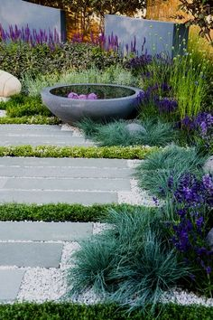 41 Easy and Cheap Landscaping Ideas for Your Front Yard That Will Inspire Cheap Landscaping Ideas, Front Yard Landscaping, Outdoor Landscaping, Acreage Landscaping, Courtyard Landscaping, Front Garden Landscape, Landscape Bricks, Landscape Steps, Landscape Timbers