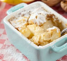 Baked puddings are the ultimate comfort food - perfect for cold winter days. Try this no-fuss apple pud that doesn't require fancy ingredients or Master Chef expertise. Chutney, Cuisine Diverse, Snacks, Cinnamon Apples, No Bake Cake, Kids Meals, Macaroni And Cheese, Sweet Tooth, Pudding