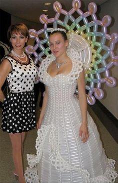 Galerie foto: Cele mai ciudate rochii de mireasă! Tu ai avea curaj să porţi aşa ceva? - http://dailynews24.info/galerie-foto-cele-mai-ciudate-rochii-de-mireasa-tu-ai-avea-curaj-sa-porti-asa-ceva/