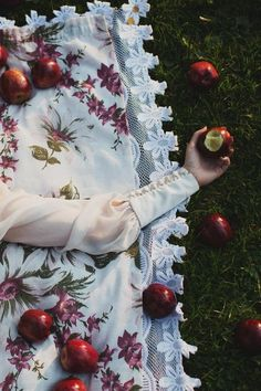 Snow White Styled Shoot at Photography Farm Princess Aesthetic, Disney Aesthetic, Character Aesthetic, Prince Charmant, Dark Fairytale, Fairest Of Them All, White Aesthetic, Disney Films, Beauty And The Beast