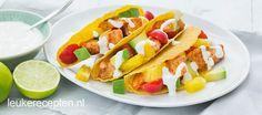 Gekruide kip met frisse ananas en avocado in krokante taco schelpen