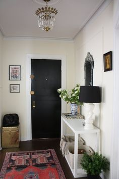 Entry hall of Yana Puaca's Chicago condo, of Nomad Luxuries http://nomadluxuries.com