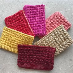 Featuring the Year of the Rooster Chinese New Year collection! Clutches to hold your Ang baos and necessities during visiting. Crochet Handbags, Crochet Purses, Crochet Pouch, Knit Crochet, Rooster Chinese New Year, Summer Bags, Handmade Bags, Straw Bag, Nora