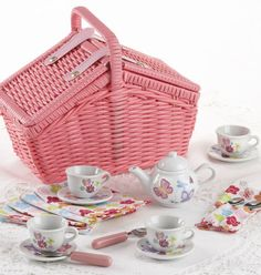 18 Piece Picnic Basket Set in Wildflowers - Tea For Tots