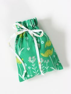 Easy Drawstring Bag Tutorial - see kate sew